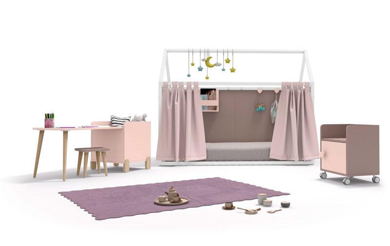 Cama casita Montessori para dormitorio de niñas con cortinas y estanterías