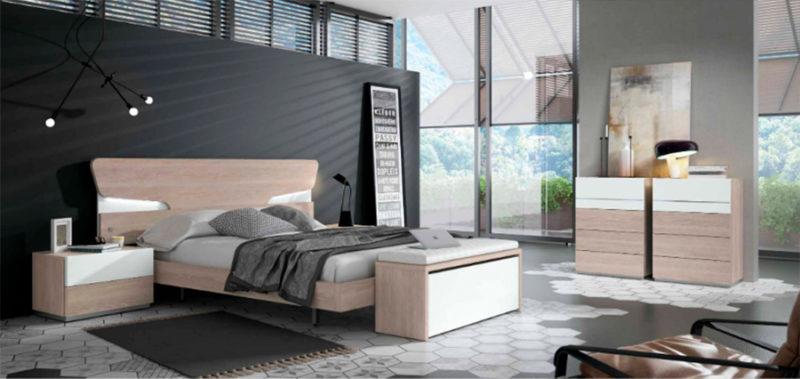 Dormitorio de matrimonio de diseño con mesitas y sinfonier