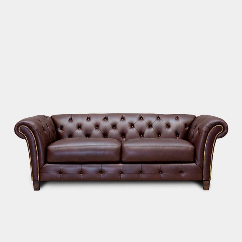 Sofá tipo Chester tapizado en piel marrón